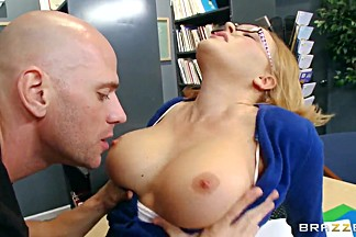 Johnny Sins caresses pussy of Krissy Lynn