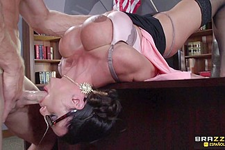 Ariella Ferrera & Johnny Sins in La Puta Guardiana - Brazzers
