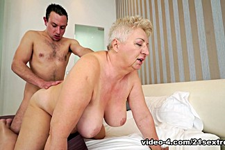 Astrid & Rob in Thick Granny Loving - 21Sextreme