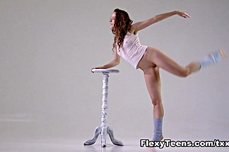 FlexyTeens Video: Ursula Fe