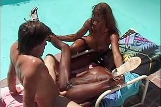 2 darksome cuties fuck white fellow poolside
