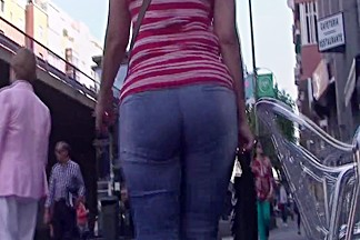 Spanish mature ass in tight jeans