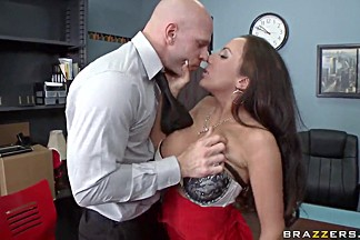 Richelle Ryan circles around Johnny Sins' pecker
