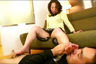 Mature asian foot worship and handjob 3