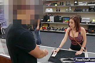 Sexy amateur girl nailed at the pawnshop for a big chain