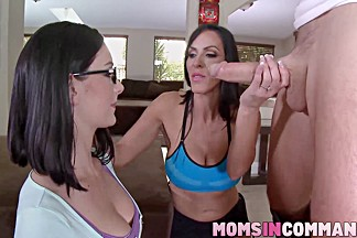 Veronica shows her stepdaugher Amanda how to fuck