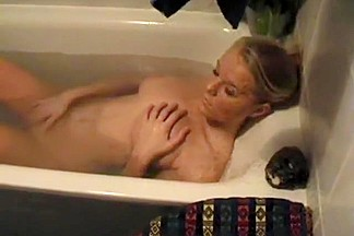 Large tits immature fingering in bathtub