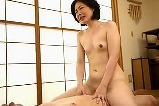 Japanese cougar gets her unshaved muff fucked