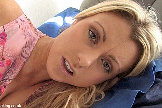 Blonde hottie masturbates hot in a great down blouse video