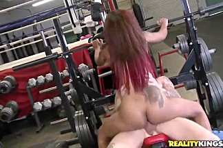 Cody Sky fucks Skin Diamond in the gym