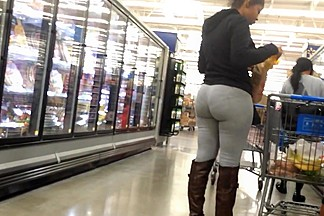 Phat ass donk spandex - shes lovin it!