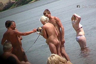 Fully naked blonde gal showing her beauties on spy cam