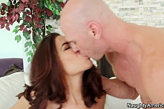 Carefull wife Isis Taylor manage to please Johnny Sins