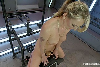 Polish Babe love fucked until Squirt Burst out of Her Pussy