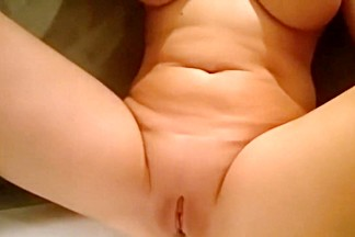 Polish MILF pissing in bathtub - close up pussy and slowmotion