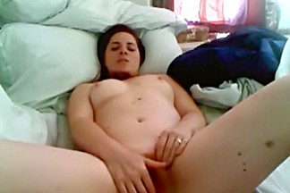 American girl rubs her pussy and rides a pillow for her bf on cam